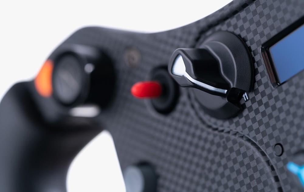 5 Fanatec Reveals The CSL Elite McLaren Steering Wheel V2